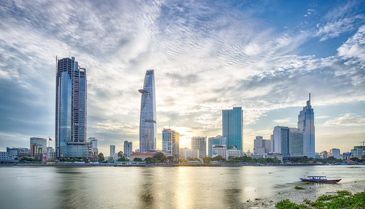 Real estate value continues to increase - lookoffice.vn