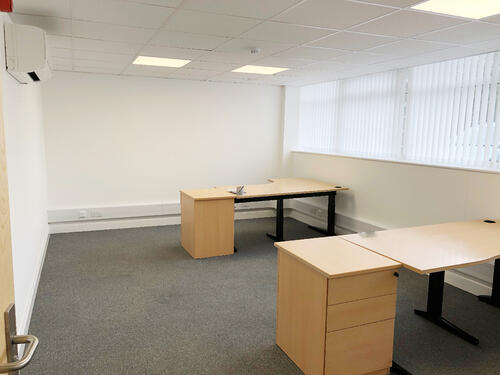 Below are some tips that renters should consider when choosing a medium price office: