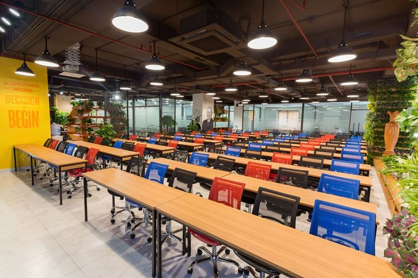 What is the difference between Serviced Office and Co-working space model?